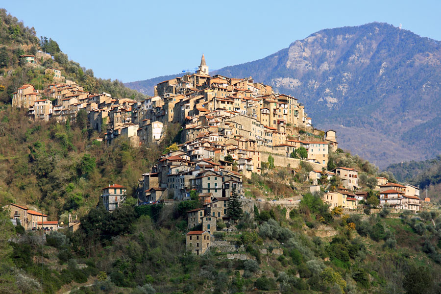 Apricale panorama