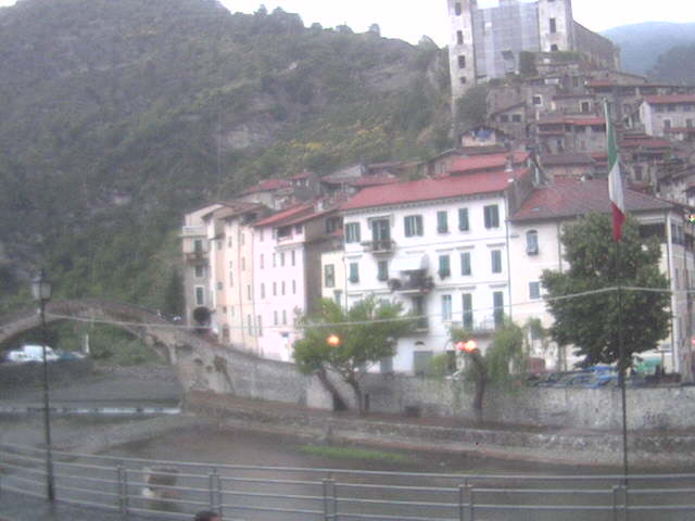 http://www.dolceacqua.it/webcam/cam.jpg
